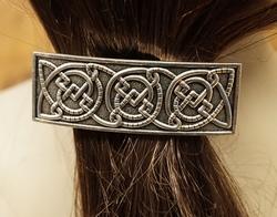 """Haarclip  """" 3 Keltische knoop """"   Zilverkleurig"""