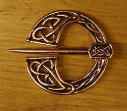 """Knoop speld  """" Viking  """"  Rose goud kleurig"""