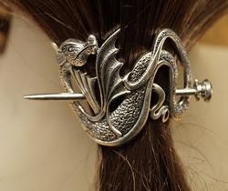 """Haarspeld  """" Draak vleugels omhoog """"   nikkel kleurig"""