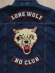 """Set van 3 applicaties """" Lone wolf, no club """""""